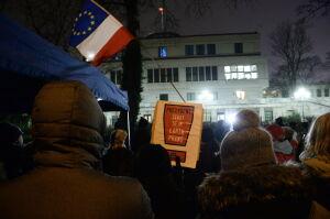 """""""Polska Wam tego nie wybaczy!"""". Kolejny protest przed Senatem"""