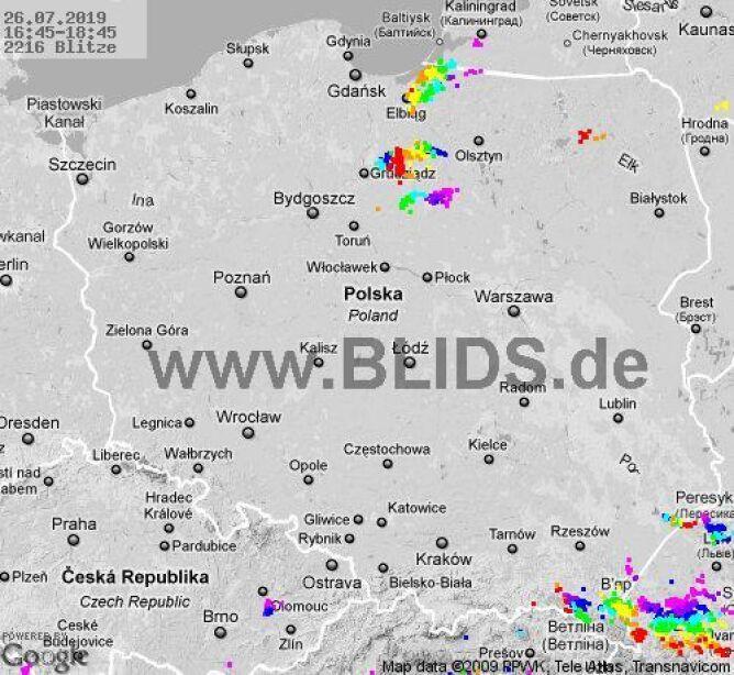 Ścieżka przechodzenia burz nad Polską w godz. 16.45-18.45 (blids.de)