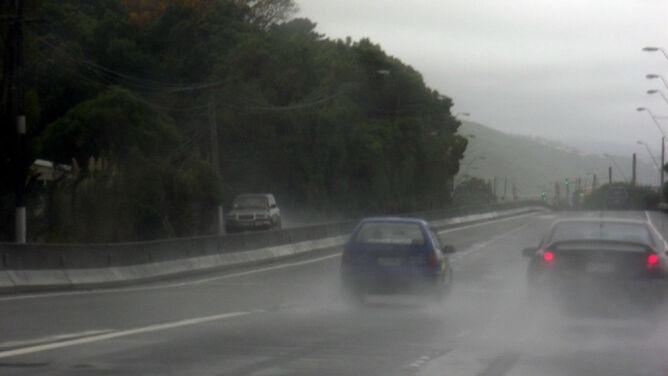 Niebezpiecznie ślisko. Miejscami spadnie do 20 l/mkw. deszczu