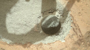 Curiosity zrobił pierwszą dziurę w Marsie